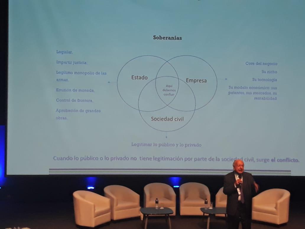"""Duxers em Lima: """"Sustentabilidade é um ato contínuo de criação de dignidade para as pessoas e o ecossistema"""", defende Bernardo Toro"""